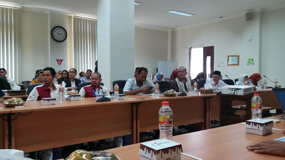 Pimpinan dan perwakilan Perusahaan-perusahaan dalam Rapat APINDO Kab. Pati di Operation Room