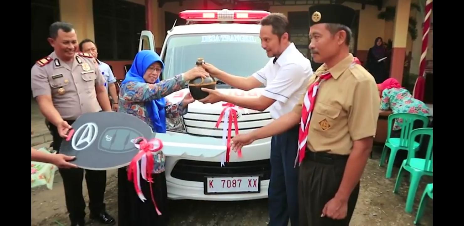 Penyerahan CSR 1 unit mobil ambulance kepada Desa Trangkil bersama Bapak Camat dan Kapolsek
