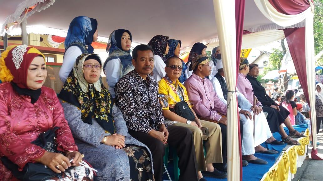 Bersama Bapak Camat dan Ibu KepDes Trangkil di Pawai Bersih Desa