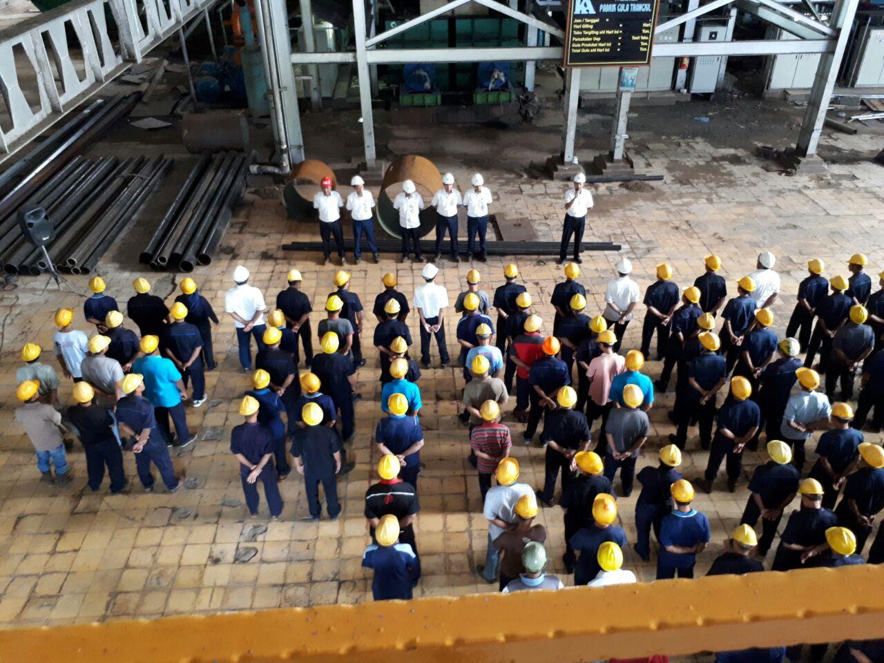 Safety Briefing di dalam Pabrik